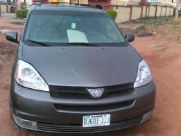 Neat Fairly Tokunbo Toyota Sienna 2005 At Give Away Price