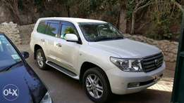 Toyota Landcruiser v8 2010 model KCL pearl white with Sunroof