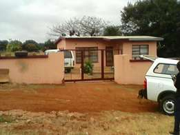 Municipal stand ha mphego, water, and electricity, tiled floor,