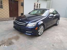 Extremely Clean Mercedes Benz C300 08model