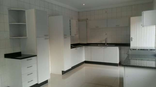 spacious 3 bedroomed house in Norwood Sandton - image 7