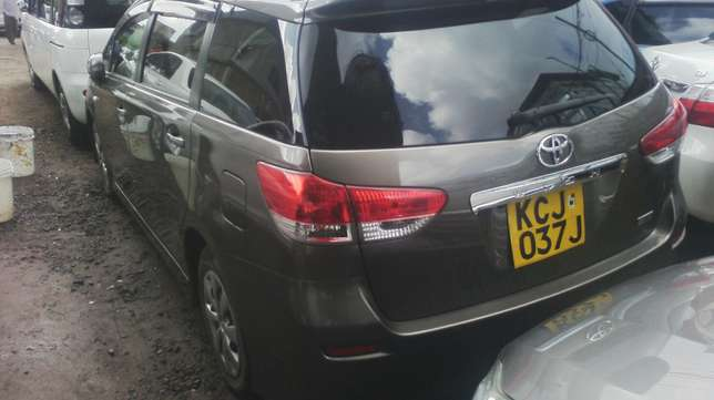 Extremely Clean Toyota Wish. Parklands - image 5