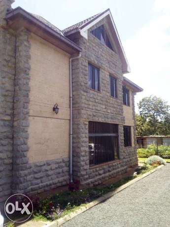 Elegant well spaced 4 Bedroom all ensuit villa with SQ and Attic floor Dagoretti - image 3
