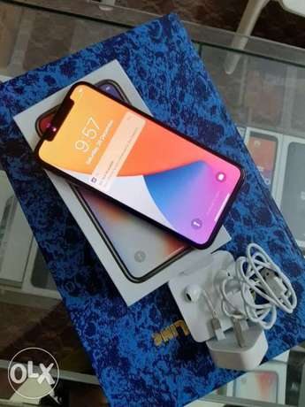 iPhone X 64gb with box and all accessories brand new condition