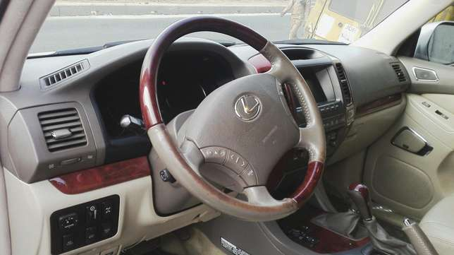 Nigerian used toyota Lexus first body very clean Agege - image 7