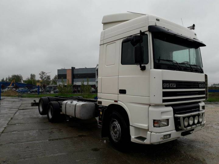 DAF 95XF Manueel 6x2 chassis bj.2000 - 2000