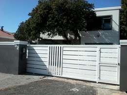 Rondebosch East Bachelor's Appartment for Single Male.