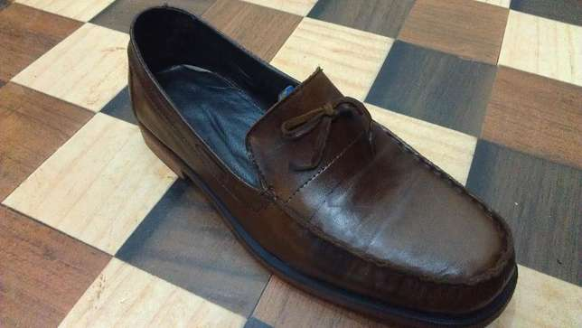 an ACQUILA vintage pure leather loafer size 42(uk 8) Kampala - image 3