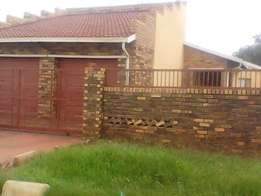 R2800 3 Bedroom House For Sale in Emdeni Soweto
