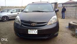 Toyota Sienna XLE 2008 (BLUE). One click Powered doors and boot