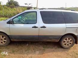 Neatly used Toyota Sienna 2002