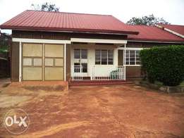 3 bedrooms bangalow for rent two in a compound not far from the tarmac
