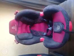 2 Baby car seats available