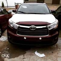 Extra clean foreign used Wine Toyota Highlander 2015 model
