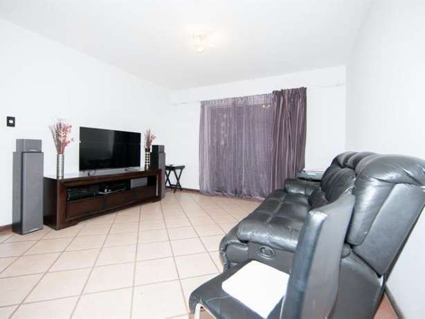 2 Bedroom Apartment / Flat to rent. Rivonia - image 3