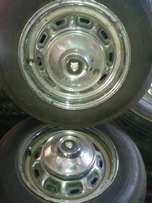 juguar wheels plus tyers plus origanell wheel cups R2900.00 for set