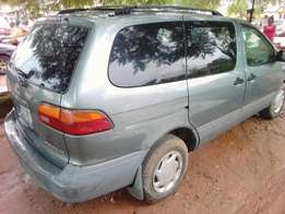 Very clean Toyota sienna is 4 sale in kubwa