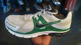 Sports shoes/running shoes