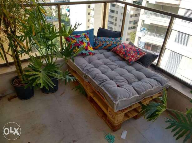 Wood pallets outdoor banch with creative matress طبالي بنك خارجي
