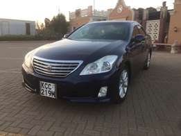 toyota crown new shape (trade in accepted)
