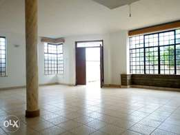 4 bedroom all ensuite house with sq, tub along Mombasa road 90k