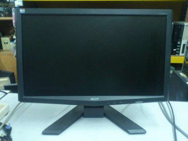 Complete Acer desktop with 19'' stretch monitor with swivel stand Nairobi CBD - image 3