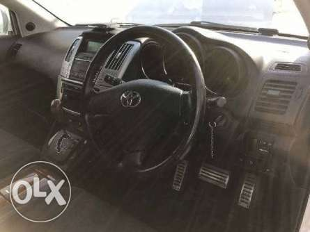 Toyota Harrier 2010 with sunroof in Nairobi Parklands - image 4