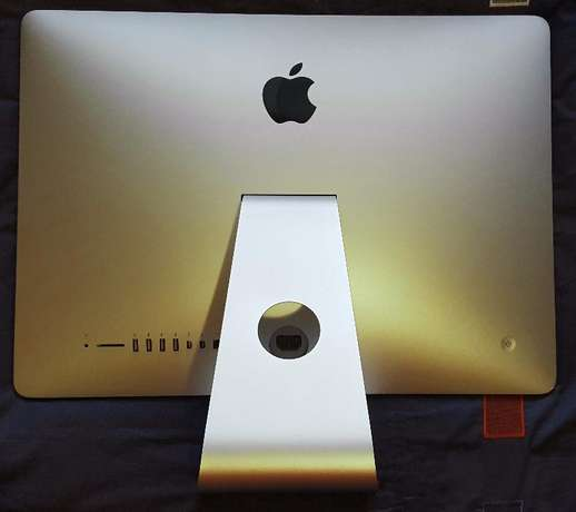 IMac (Model A1418) Perfect Condition! Wembley - image 2
