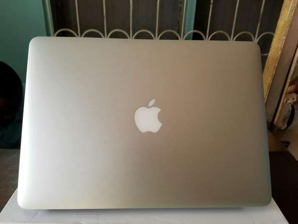 Direct Uk used Macbook air 13-inch, core i5, 4gig Ram+fancy casing Benin City - image 6