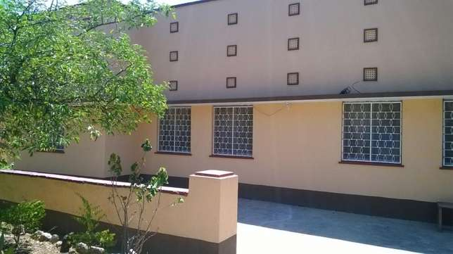 Milimani 3 Bedrooms Own compound with 2 sqs 80000 Kisumu CBD - image 2