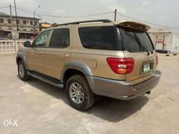 A smooth and neatly used 2003 Toyota sequoia, ac, leather, cd, v8.