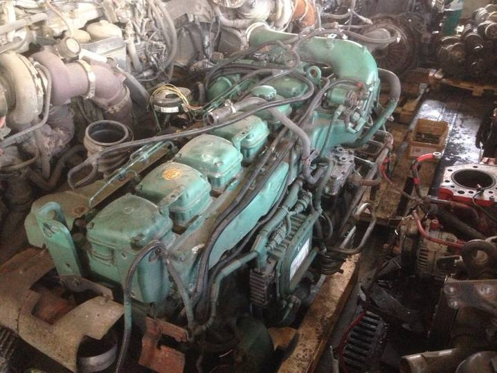 Volvo D10B320 engine for  truck - 1999