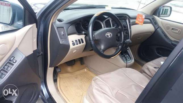A very clean & neat, Toyota Highlander limited edition, 2001 model Effurun - image 5