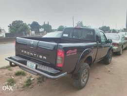 Extremely Clean Nissan Frontier pickup 2003 model
