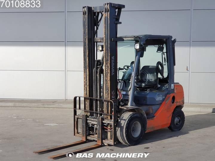 Toyota 02-8FDF25 Nice and clean forklift - side shift - 2008