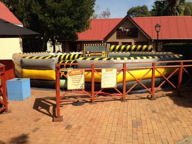 wipeout jumping castle Ormonde - image 2