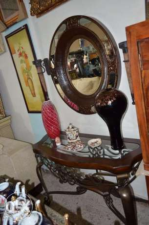 solid wood console with ferfoje and solid wood mirror