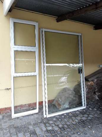 Aluminium Sliding door and side light Woodlands - image 1