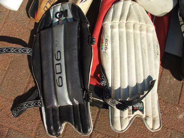 Cricket Set Complete (incl Ball and Wiki gloves) Roodepoort - image 5