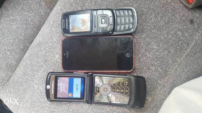 3 phones IPHONE Samsung and Motorola v3a Kampala - image 1