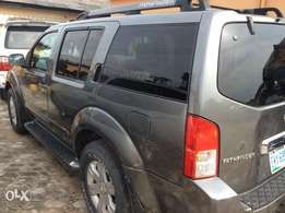 Very Neat 2006 Nissan pathfinder Jeep up for grab