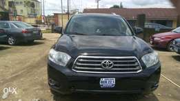 Clean nigerian used Toyota highlander 2008 model available for sale