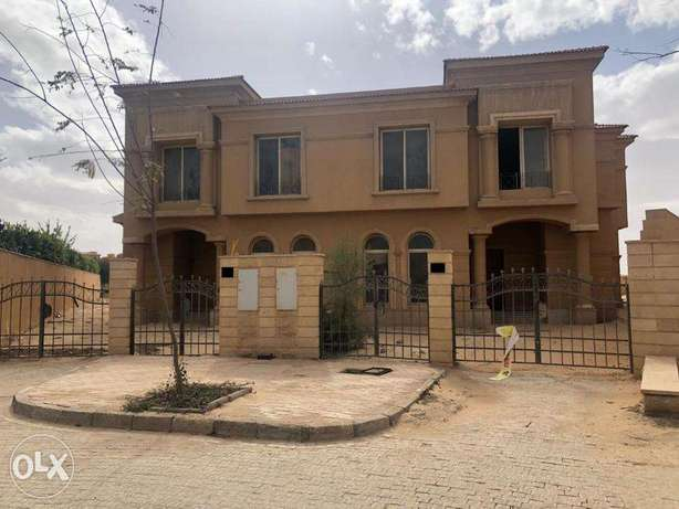 Twin house in Royal Meadows - The best location in the Compound -Zayed