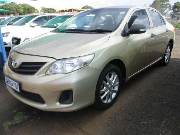 Toyota corolla 1.3 professional, 5-Doors, Factory A/c, C/d Player. Johannesburg CBD - image 1