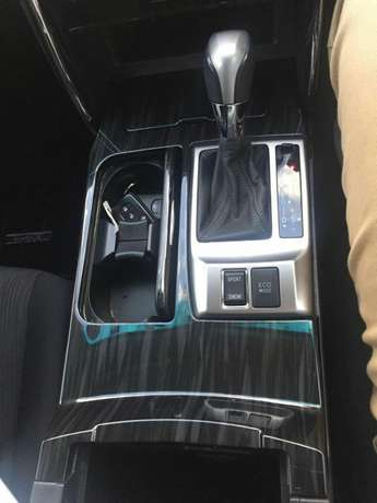 Toyota Markx new shape 2010 with sunroof for sale Hurlingham - image 3