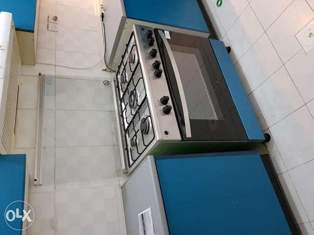 Gas oven (out of its box but not used)