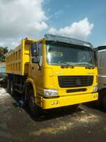 13 units Clean Nigerian used Howo 10 tyres Tipper for sale