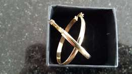 9 Carat gold hoop ear-rings as new