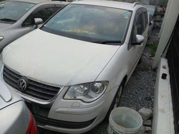 Volkswagen Touran KCM number 2010 model loaded with alloy rims, g Mombasa Island - image 4