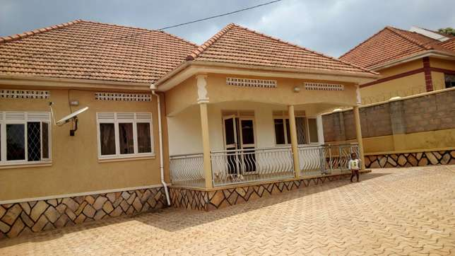 Majestic 3 bedroom banglow in najeera at 280m Kampala - image 1